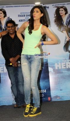 Kriti Sanon promote Heropanti film on World Dance Day