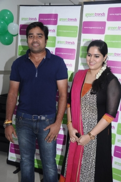 Mirchi Shiva with wife Priya at Green Trends Hair and Style Salon launch