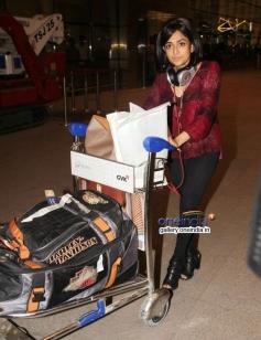 Monali Thakur leaves for IIFA 2014