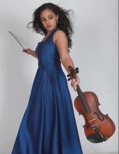 Nithya Menon posing with Guitar