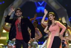 Parineeti Chopra and Sidharth Malhotra performs at IIFA Awards 2014