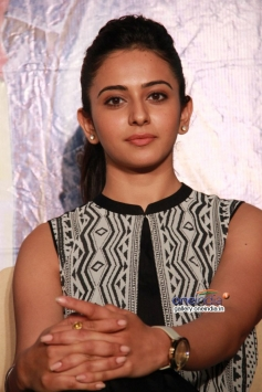 Rakul Preet Singh at Ennamo Edho film press meet