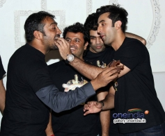 Ranbir Kapoor shares a piece of cake with Anurag Kashyap at Bombay Velvet wrap up party