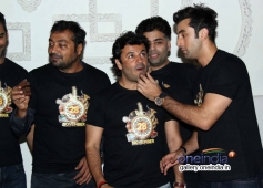Ranbir Kapoor shares a piece of cake with Vikas Bahl at Bombay Velvet wrap up party