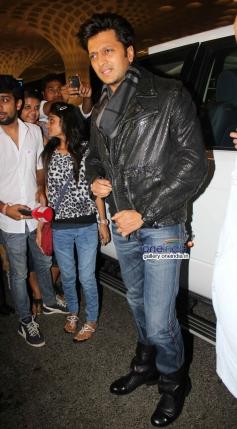 Ritesh Deshhmukh leaves for IIFA 2014