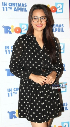 Sonakshi Sinha poses at special screening of Rio 2