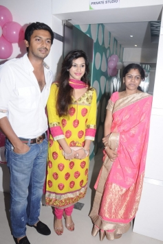 Srikanth with his wife Vandana at Green Trends Hair and Style Salon launch