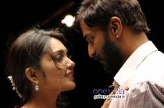 Vidarsha and Kishore in Kannada Movie Tundaikla Savasa