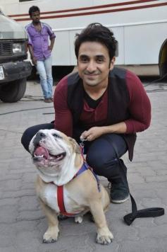 Vir Das poses with his pet dog