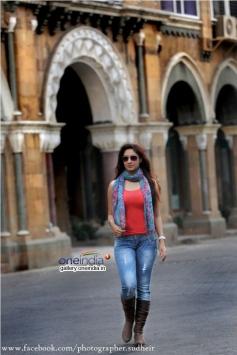 Actress Gurleen Chopra Images