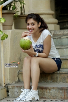 Actress Gurleen Chopra Pics