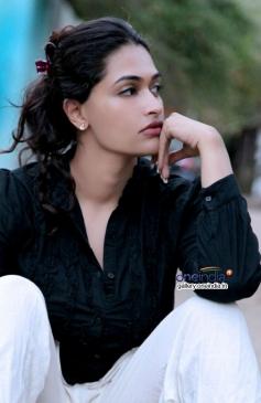 Actress Salony Image