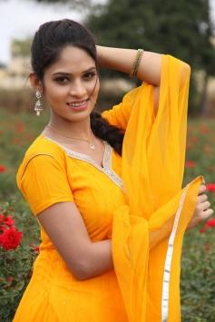 Actress Sanyathara pics from Meimaranthen Movie