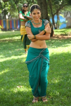 Actress Sanyathara stills from Meimaranthen Movie