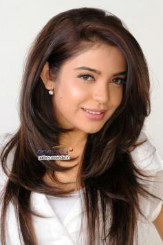 Adonika still from Romeo