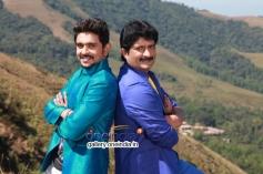Ajith and Ravishankar Gowda in Kannada Movie Ondu Chance Kodi