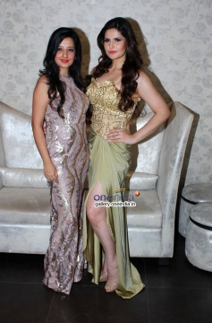Amy Billimoria & Zarine Khan at Amy Billimoria displays her eco friendly collection