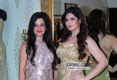 Amy Billimoria and Zarine Khan at Amy Billimoria displays her eco friendly collection Image