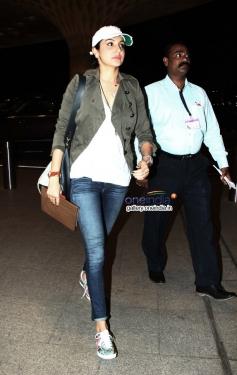 Anushka Sharma Leaves for Barcelona for Zoya Akhtar's Dil Dhadakne do Shoot Still