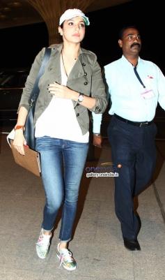 Anushka Sharma Leaves for Barcelona for Zoya Akhtar's Dil Dhadakne Images