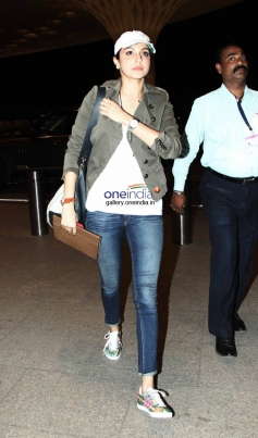 Anushka Sharma Leaves for Barcelona for Zoya Akhtar's Dil Dhadakne Photo