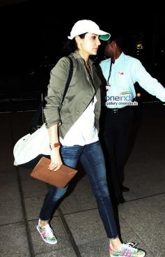 Anushka Sharma Leaves for Barcelona for Zoya Akhtar's Dil Dhadakne Photos