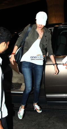 Anushka Sharma Leaves for Barcelona for Zoya Akhtar's Dil Dhadakne