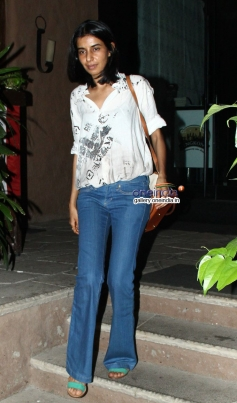 Celebs snapped at resturant in Bandra