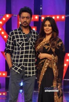 Irfan Khan, Hema Choudhary on the sets of NDTV Ticket to Bollywood