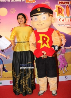Kajol receives 'Mighty Mom' award