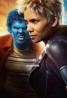 Nicholas Hoult and Halle Berry in X Men Days of Future Past