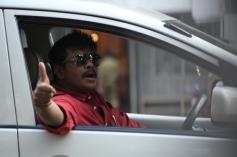 R. Parthiban still from Kathai Thiraikathai Vasanam Iyakkam Movie
