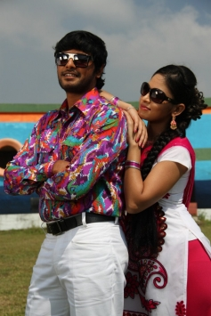 Sanjay & Sanyathara pics from Meimaranthen Movie