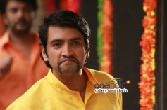 Santhanam still from Aranmanai Movie