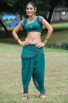Sanyathara stills from Meimaranthen Movie