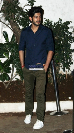 Shahid Kapoor Snapped at Olive Garden