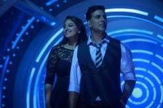 Sonakshi Sinha and Akshay Kumar still from Holiday