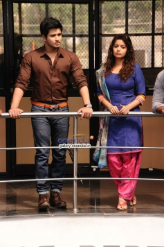 Swati Reddy and Nikhil image from Karthikeya Movie