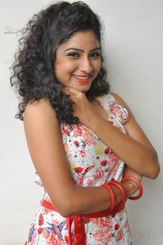 Vishnu Priya Cute Images