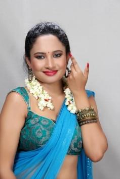 Actress Pearl D'souza Images