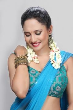 Actress Pearl D'souza Photos