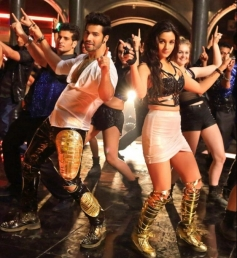 Humpty Sharma Ki Dulhaniya - Saturday Saturday Song