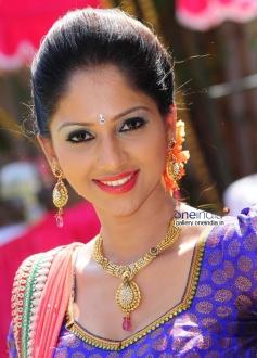 Actress Neha Patil in Kannada Movie Paaru w/o Devdas