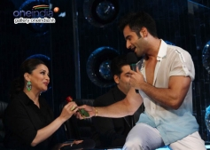 Madhuri Dixit & Karan Tacker at Press Conference of Jhalak Dikhla Jaa Season 7