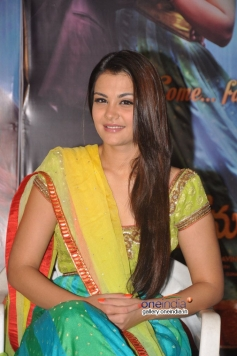 Nazia at Nee Jathaga Nenundali First Look Launch