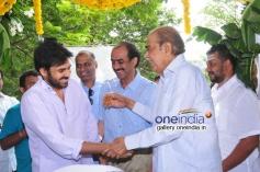 Pawan Kalyan and D. Ramanaidu at Gopala Gopala Movie Launch
