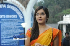 Rashi Khanna still from Oohalu Gusagusalade Movie
