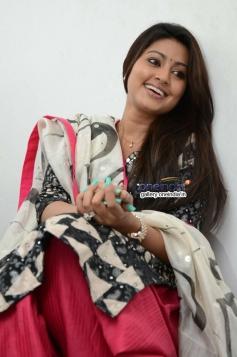 Sneha Interview Photos about Un Samayal Arayil Movie