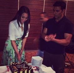 Sonakshi Sinha & Akshay Kumar Birthday Bash Photos