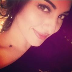 Sonakshi Sinha Selfie at her Birthday Bash